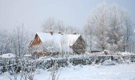 Het dorp van Pasterka in de sneeuwâ winter in Polen Royalty-vrije Stock Fotografie