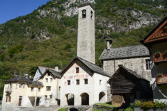 Het dorp van Prato Sornico op Magga-vallei Stock Fotografie