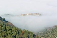 Het dorp van stroncone in mist wordt gehuld die Royalty-vrije Stock Afbeelding