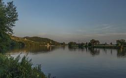 Het dorp van Velkezernoseky met mooie zonsondergang stock foto