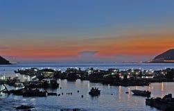 Het dorp van vissen in avond Royalty-vrije Stock Afbeeldingen
