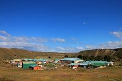 Het dorpscentrum van Cameron van de gemeente van Temaukel, Tierra Del Fuego, Chili stock fotografie
