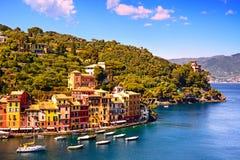 Het dorpsoriëntatiepunt van de Portofinoluxe, panoramische luchtmening Liguri Royalty-vrije Stock Afbeeldingen