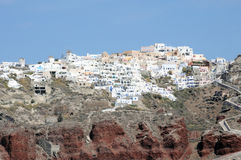 Het dorpspanorama van Santorinifira van een cruiseschip Stock Foto's