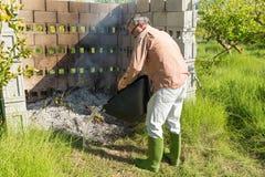 Het doven van een landbouwbrand Royalty-vrije Stock Foto's
