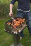 Het draaien van vlees op barbecue Stock Afbeelding