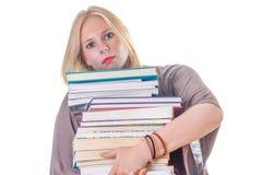 Het dragen van een grote stapel boeken Stock Fotografie