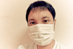 Het dragen van gezichtsmasker Stock Foto