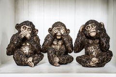 Het Drie Apenbeeldhouwwerk hoort zien spreek Stock Foto