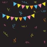 Het driehoeksdocument markeert Lintconfettien Zwarte achtergrond Het kleurrijke vlagreeks hangen op kabel Vlak Ontwerp Stock Fotografie
