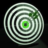 Het drievoudige Pijltje toont Nauwkeurigheid, Doel en Vaardigheid Stock Afbeeldingen
