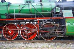 Het drijfmechanisme van de locomotief Aandrijvingswielen en onstabiel mechanisme royalty-vrije stock afbeeldingen