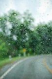 Het drijven in de regen Royalty-vrije Stock Fotografie