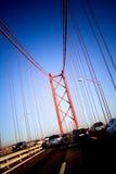 Het drijven door brug Stock Foto's