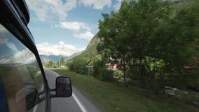 Het drijven door een Noors dorp