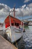 Het drijven markt - vissen verkopende boten Stock Afbeeldingen