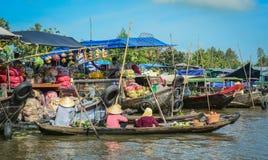 Het drijven markt in zuidelijk Vietnam Stock Afbeelding