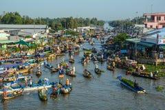 Het drijven markt in zuidelijk Vietnam royalty-vrije stock afbeeldingen