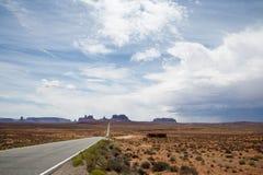Het drijven op de weg aan de Vallei van het Monument Stock Foto