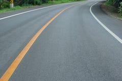 Het drijven op een lege weg in land Royalty-vrije Stock Foto
