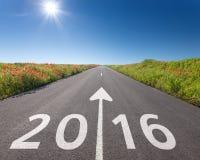 Het drijven op lege weg naar nieuwe 2016 Stock Foto's