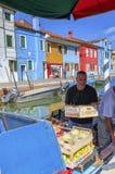 Het drijven plantaardige markt op Burano-eiland, dichtbij Venetië, Italië Royalty-vrije Stock Foto