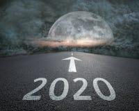 Het drijven tot aanstaande 2020 naar het onweer bij nacht royalty-vrije illustratie