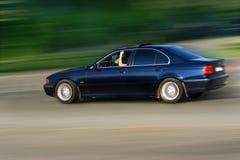 Het drijven van de auto op weg Royalty-vrije Stock Afbeeldingen