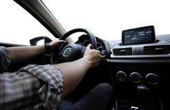 Het drijven van de auto, zijaanzicht die van de mens zijn auto drijven stock afbeeldingen