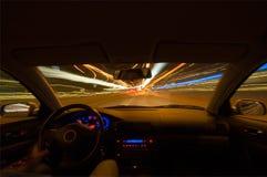Het drijven van een auto stock fotografie