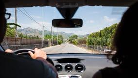 Het drijven van een auto in het gebied van het land in Sicilië Stock Afbeeldingen