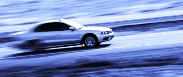 Het drijven van een Snelle Auto stock afbeeldingen