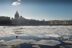 Het drijven van ijs Stock Afbeeldingen