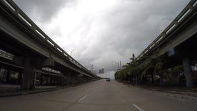Het drijven van Miami Van de binnenstad in zware bewolking stock footage
