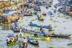 Het drijven van Nganam markt in de ochtend Stock Foto