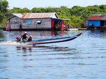 Het drijvende dorp, Tonle-Sap, Kambodja, Siem oogst Stock Foto's