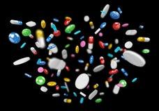 Het drijvende van geneeskundepillen en drugs 3D teruggeven Stock Afbeelding