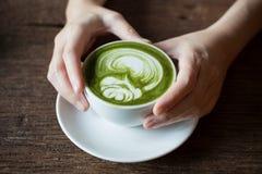 Het drinken gelijke Latte Stock Afbeeldingen
