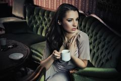 Het drinken van de dame koffie Stock Fotografie