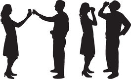 Het drinken van de man en van de vrouw silhouet   royalty-vrije stock afbeelding