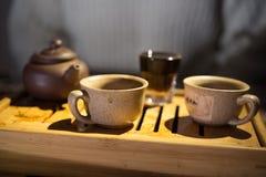 Het drinken van de thee avond Puer Theebureau koppen royalty-vrije stock afbeelding