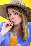 Het drinken van de vrouw sap Stock Afbeelding
