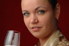 Het drinken van de vrouw wijn Royalty-vrije Stock Afbeeldingen