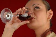 Het drinken van de vrouw wijn Stock Foto
