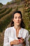 Het drinken van de vrouw wijn Royalty-vrije Stock Foto