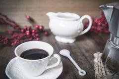 Het drinken van een espresso Stock Foto's