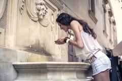 Het drinken van een fontein Royalty-vrije Stock Foto's