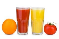 Het drinken van glazen met tomaat Stock Foto