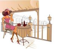 Het drinken van het meisje koffie in de straatkoffie Stock Fotografie