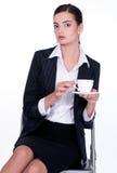 Het drinken van het meisje koffie of thee Stock Fotografie